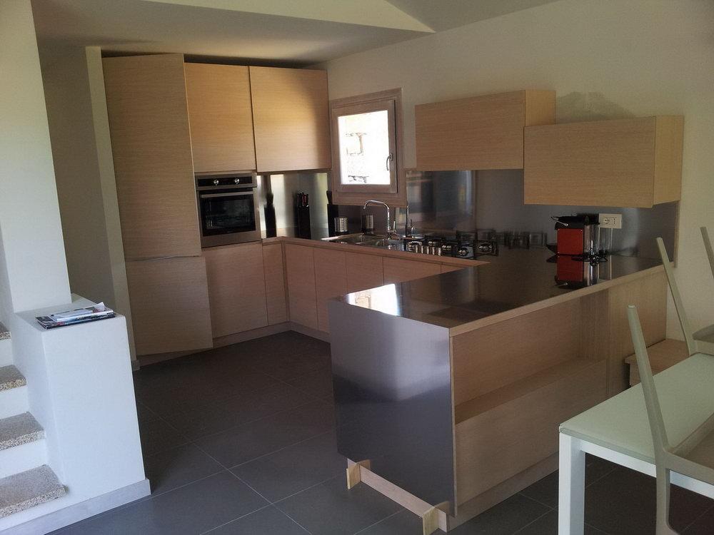 Cucina in rovere - Falegnameria Fratelli Floris - Villasimius (Sardegna)