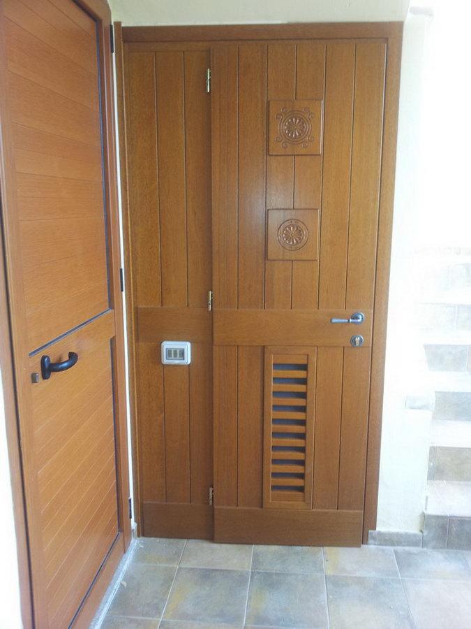 Porta esterna falegnameria fratelli floris villasimius for Porta esterna