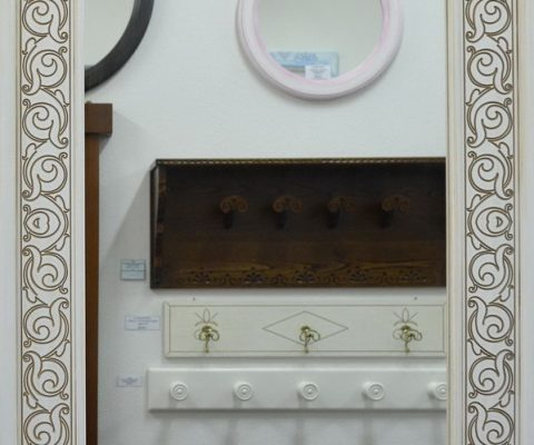 Specchio in legno inciso