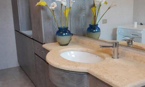 Arredo bagno in castagno anticato grigio