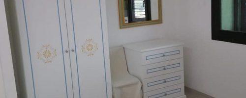 Arredo camera  laccato bianco con intagli a contrasto